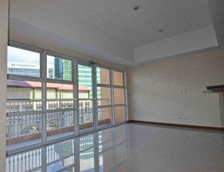 1br-living-balcony