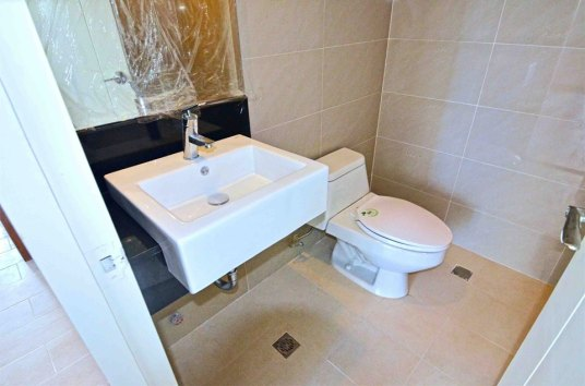 1br-toilet-bath-1